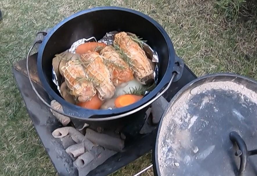 初心者でも簡単!ダッチオーブン料理『ローストチキン』の作り方とコツを紹介