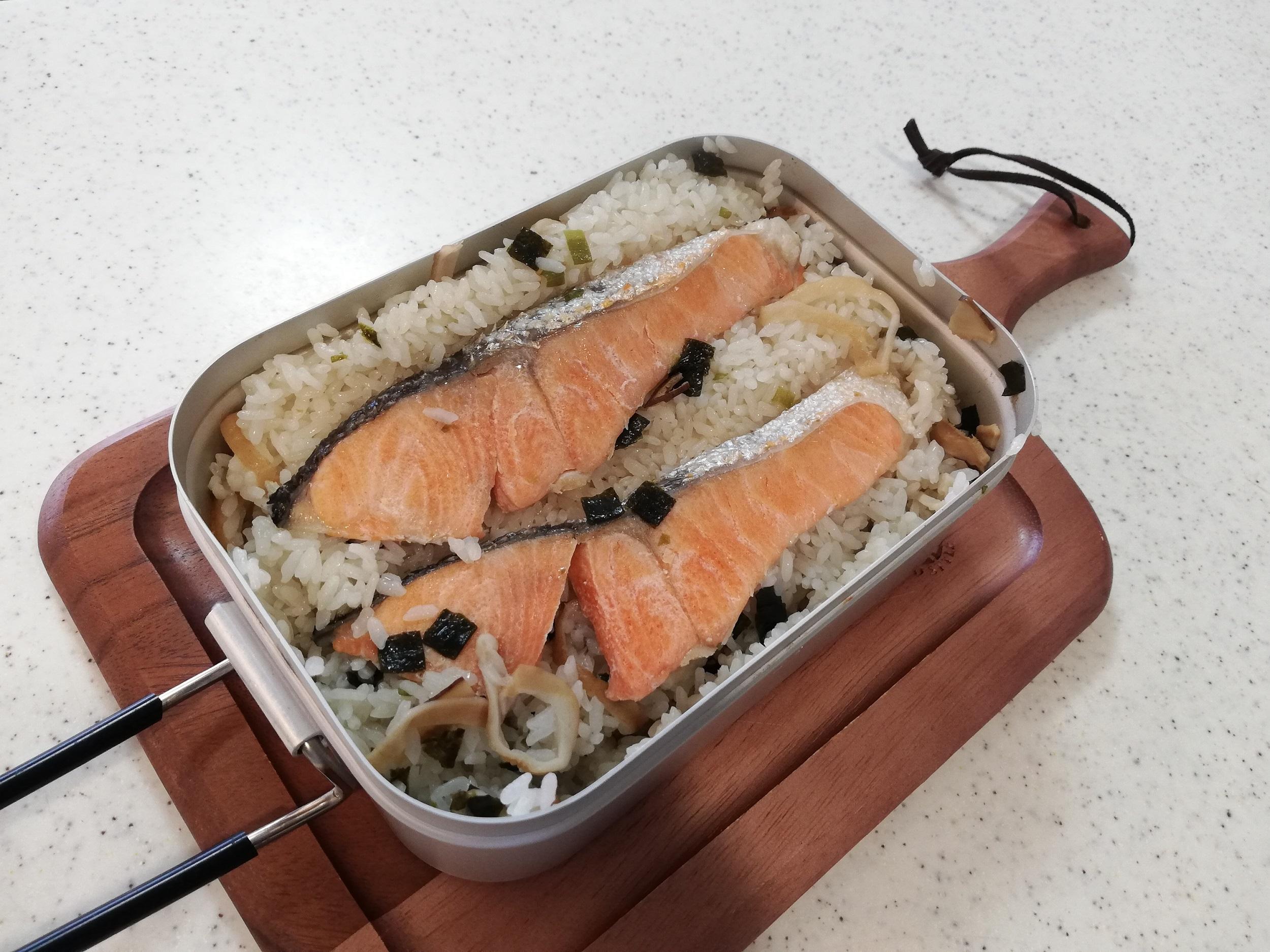 超簡単! ラージメスティンで 『鮭の炊き込みご飯』