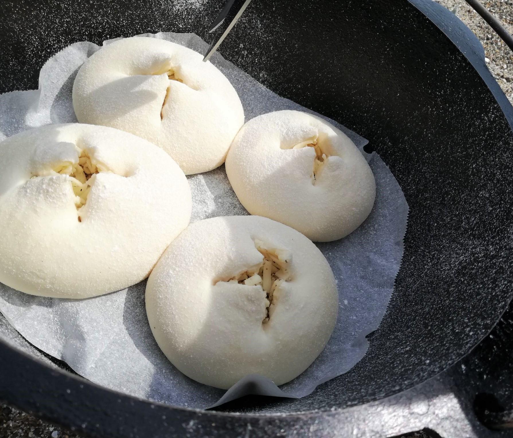 ダッチオーブン料理 事前準備で簡単!キャンプでパンを焼こう 【チーズパン編】12インチ